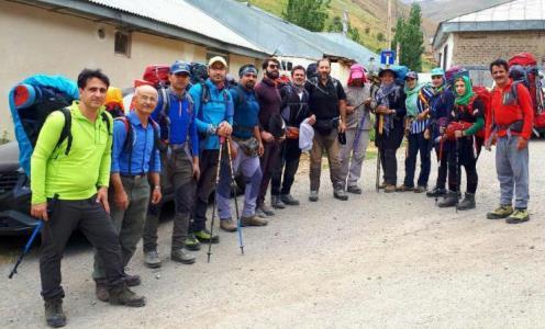 صعود کوهنوردان نجف آباد به آزاد کوه مازندران
