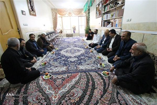حضور دانشگاهیان دانشگاه آزاد اسلامی نجف آباد در منزل شهید حججی