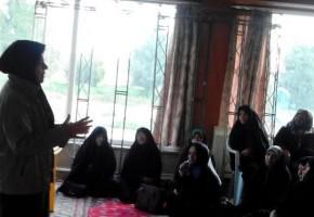 جلسه آموزش و ارتقاء سلامت همسران و دختران شهدا در نجف آباد برگزار شد